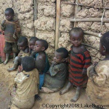 Leven aan de rand van de Oegandese maatschappij: de Batwa