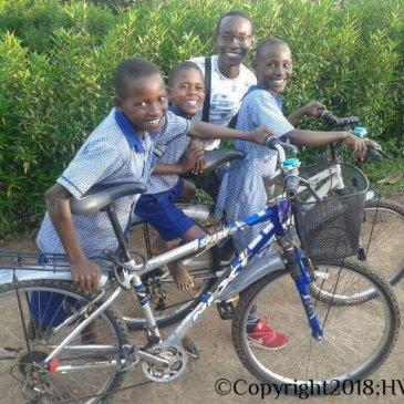 Vrolijke gezichten bij HWMCO-Uganda!