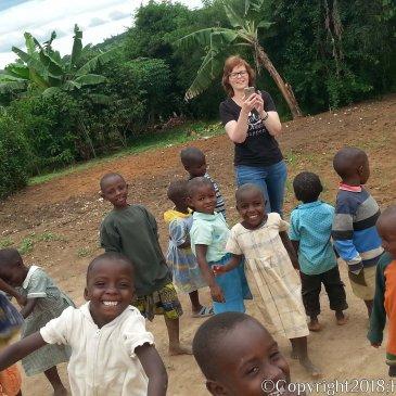 Prachtige weken met de kinderen van HWMCO-Uganda: mijn grootste beloning was het zien verschijnen van een glimlach op hun gezichtjes.