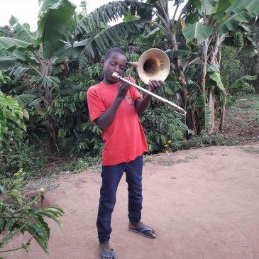 De kinderen vinden het fantastisch om in de brassband te spelen!