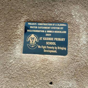 Regenwateropvangsysteem met een capaciteit van 20.000 liter aangelegd bij Kasinde Primary School